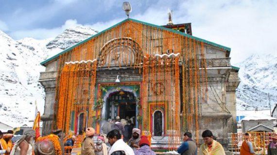 केदारनाथ धाम के खुले कपाट, फूलों से सजाया गया मंदिर