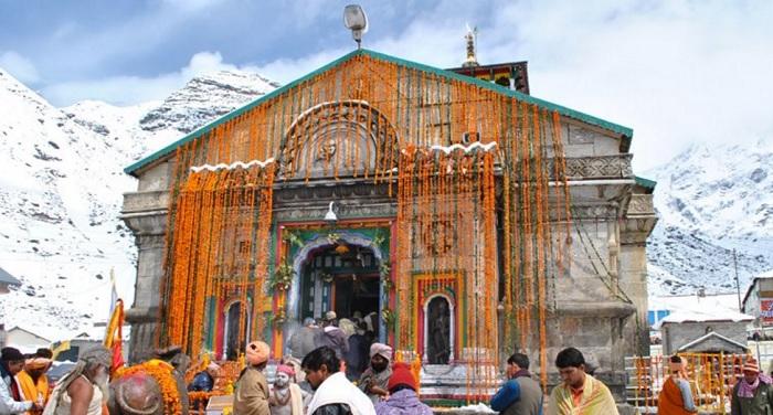 kedranath temple केदारनाथ धाम के खुले कपाट, फूलों से सजाया गया मंदिर