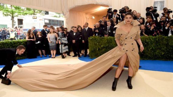 जब सोशल मीडिया पर उड़ा प्रियंका की ड्रेस का मजाक!