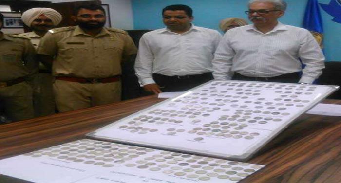 sikke कस्टम विभाग ने जब्त किए यात्री से चांदी के दुर्लभ सिक्के