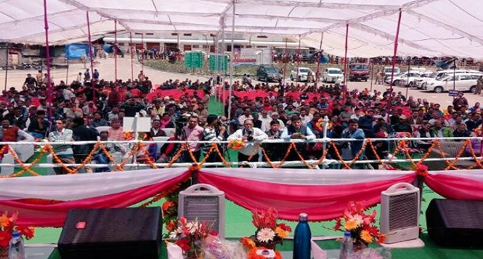 suresh बद्रीनाथ की शरण में रेल मंत्री सुरेश प्रभु और केंद्रीय मंत्री राधामोहन