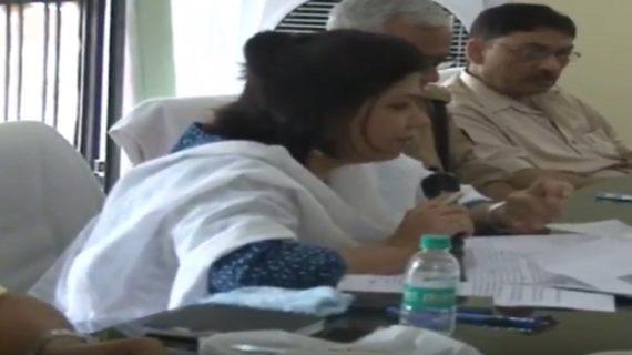 लेडी डीएम को आया गुस्सा अधिकारी को किया मौके से निलंबित : हरदोई