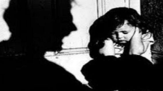 कलयुगी बाप ने अपनी ही बेटियों को गर्म चिमटे से जलाया