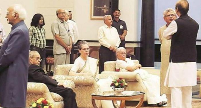 dgrogjd प्रणब की इफ्तार पार्टी में नहीं शामिल हुए बीजेपी के नेता