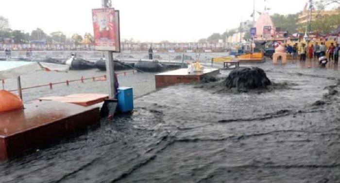 गंगोत्री में घुट रहा है गंगा भागीरथी नदी का दम