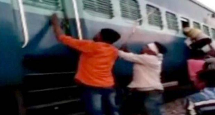 muslim family, assaulted, rad, mobile snatching, up train, police, crime
