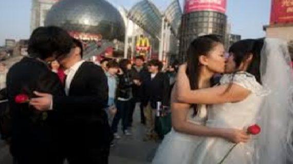 चीन में समलैंगिकता पर गिरी गाज