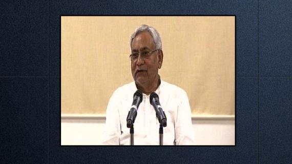 नीतीश कुमार पहली बार मीडिया से रूबरू हुए, लालू के आरोपों का दिया जवाब