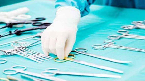 अजीबोगरीब मामला: डॉक्टर कर रहे थे ऑपरेशन, मरीज बजा रहा था गिटार