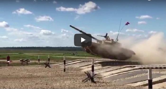 Chinese military Chinese military वीडियो: चीनी सैन्य उपकरणों का हालत खराब, ध्वस्त हुआ टैंक तो भारतीय सेना ने दिखाया दम