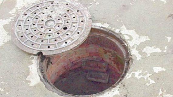 दिल्ली के लाजपत नगर में सीवर की सफाई करते हुए तीन कर्मचारियों की मौत