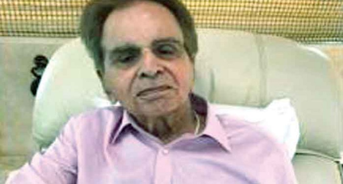 bollywood, legend actor, dilip kumar, admitted, leelavati hospital, mumbai
