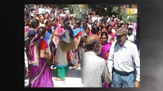 नगरपालिका में गांवों को शामिल करने के सरकार के फैसले का गाम्रीणों ने किया विरोध