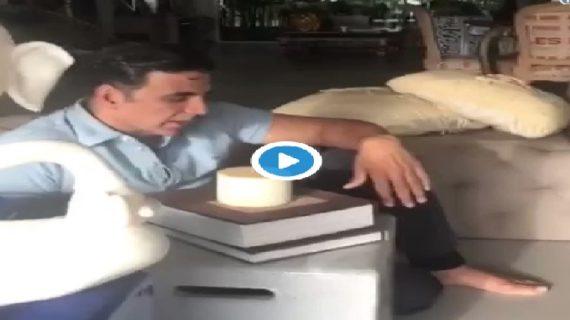 वीडियो: आखिर क्यों अपने जन्मदिन पर रोने लगे अक्षय कुमार