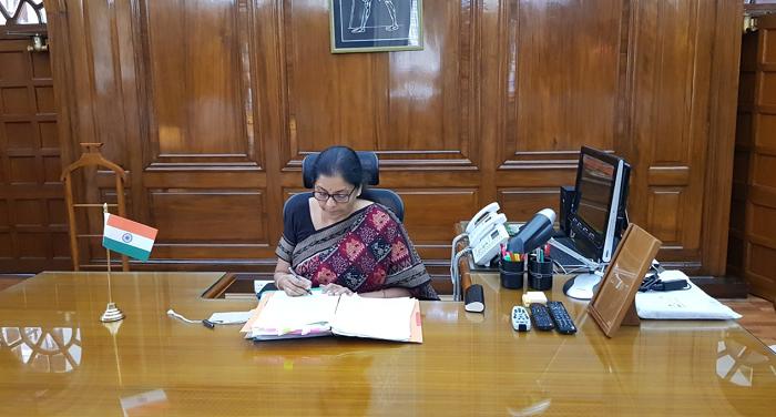 nirmala sirharaman ट्वीटर पर आते ही रक्षा मंत्री से जुड़े 1200 से अधिक लोग, पद संभालते ही लिया फैसला