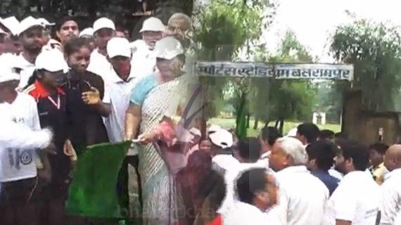 पीएम नरेंद्र मोदी के स्वच्छता अभियान को मैराथन दौड़ के साथ संपन्न किया