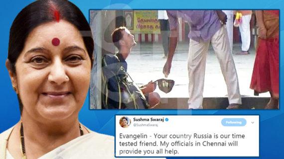 मंदिर की सीढ़ियों पर भीख मांग रहा था विदेशी पर्यटक, सुषमा ने की मदद