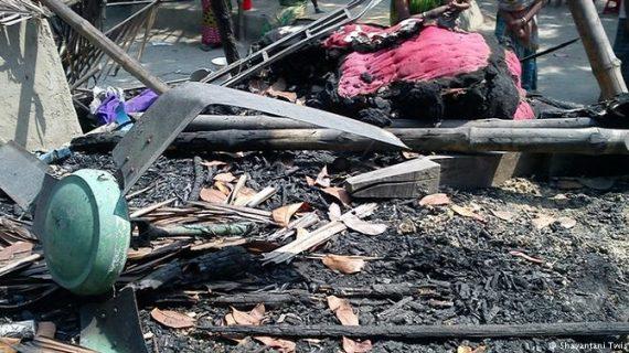 बांग्लादेश: फेसबुक पर गलत पोस्ट से अफवाह, हिंदुओं को 100 घरों को किया आग के हवाले