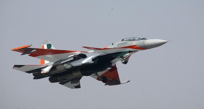 2 SU 30MKI Super Sukhoi giaoduc.net .vn भारतीय वायु सेना को मिली बड़ी कामयाबी, उड़ते एयरक्राफ्ट में भरा तेल