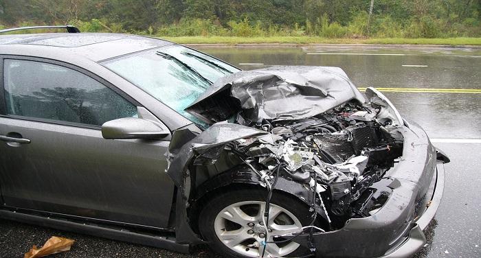 Car Accident देर रात खाईं में जा गिरी कार, महिला की मौत, पति गंभीर रूप से घायल