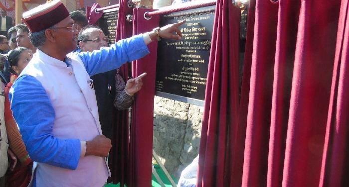 cm uk rawat सीएम त्रिवेन्द्र सिंह रावत ने किया तीन दिवसीय कृषि, उद्यान एवं पर्यटन विकास मेले का उद्घाटन