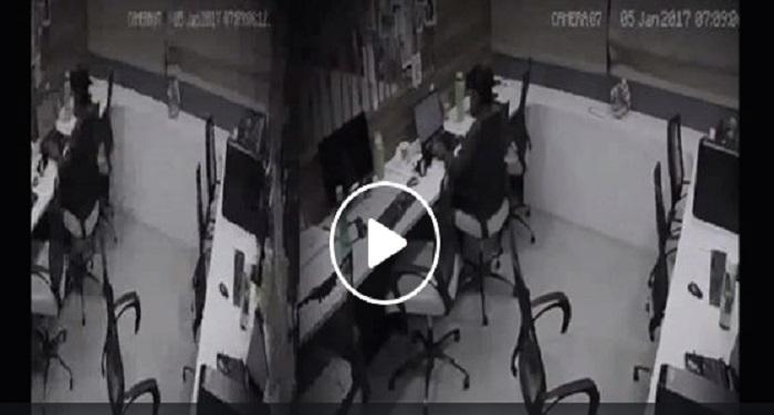 gost ऑफिस में आया भूत तो भाग गई लड़की वीडियो हुआ वायरल