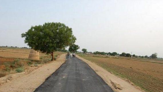 सीएम के ड्रीम प्रोजेक्टों के तहत हो रहा है सड़कों का निर्माण