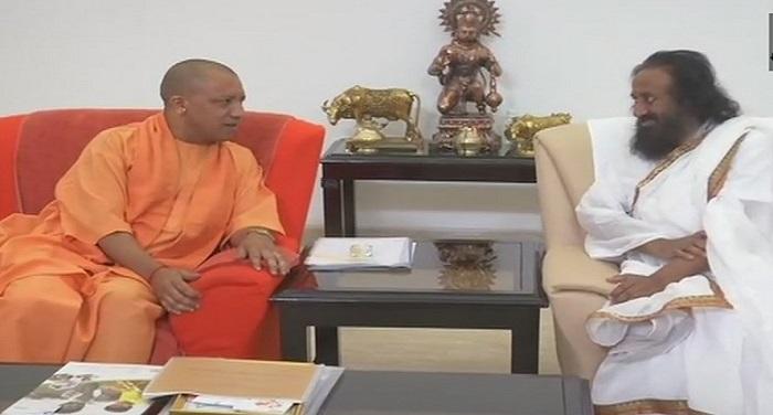 sri sri yogi लखनऊ: राम मंदिर निर्माण को लेकर श्री श्री ने की सीएम योगी से मुलाकात