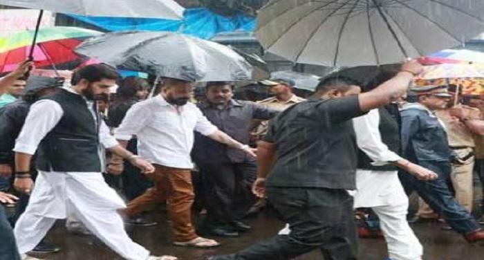 Abhi बारिश के बीच सितारों ने दी शशि कपूर को अंतिम विदाई