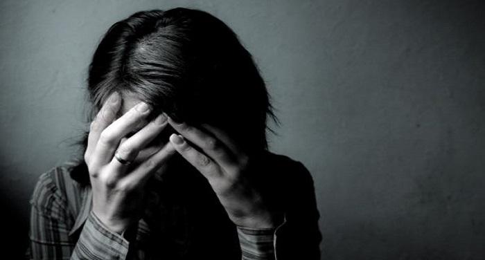 abuse पति के सामने जेठ ने कर दी शर्मनाक हरकत