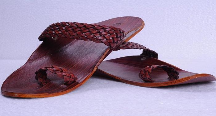 maroon kolhapuri chappals in original leather gf7140876 c47 राजस्थान के युवाओं ने दिखाई पाक को उसकी औकात, ऑनलाइन माध्यम से भेजी चप्पल
