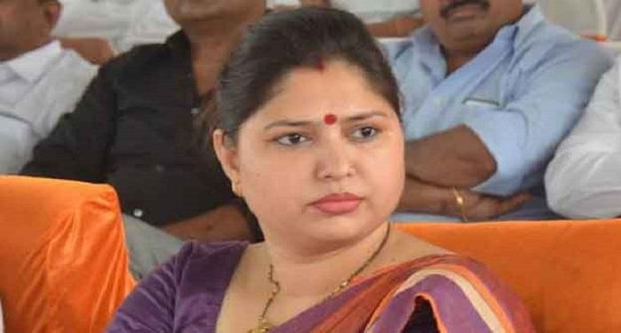 py singh उत्तर प्रदेश: बीजेपी सांसद के बिगड़े बोले, एसडीएम को धमकी देकर कहा जीना मुश्किल कर दूंगी