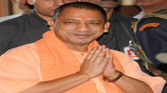 बेंगलुरु: कर्नाटक पहुंचकर सीएम योगी ने की निर्मलानंद स्वामी से मुलाकात