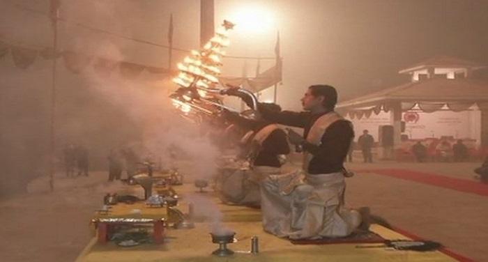 ga पीएम मोदी व राष्ट्रपति ने दी नव वर्ष की बधाई, गंगा आरती देखने उमड़ी भीड़
