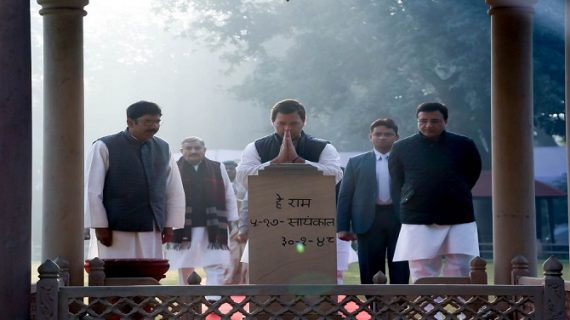 राहुल गांधी ने दी महात्मा गांधी को श्रद्धांजलि