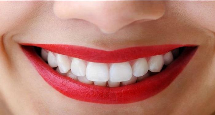 te मोती जैसे सफेद चमकने लगेंगे दांत, अपनाए ये नुस्खे