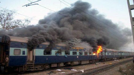 देर रात पटना-मोकामा पैसेंजर ट्रेन में लगी आग, छह बोगियों समेत दो इंजन जलकर खाक