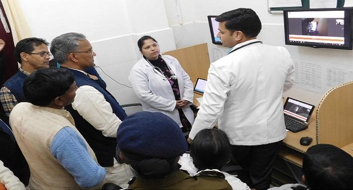 सीएम रावत ने किया जिला चिकित्सालय और राष्ट्रीय किशोरी स्वास्थ्य योजनान्तर्गत का लोकार्पण