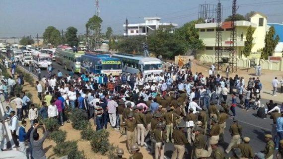 वसुंधरा सरकार के खिलाफ किसानों ने किया चक्काजाम, 80 किसान नेता गिरफ्तार