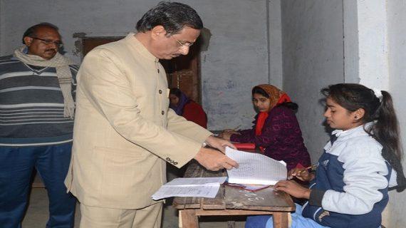बोर्ड परीक्षा को लेकर सीएम सख्त, तीन दिन में पांच लाख छात्रों ने छोड़ी परीक्षा