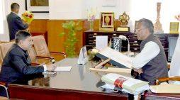सीएम रावत ने कि सचिवालय में गौसेवा आयोग, यूपी के अध्यक्ष राजीव गुप्ता ने शिष्टाचार भेंट