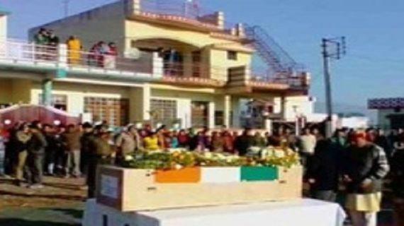 सुंजवां में शहीद राकेश रतूड़ी के अंतिम यात्रा में शामिल हुए मुख्यमंत्री