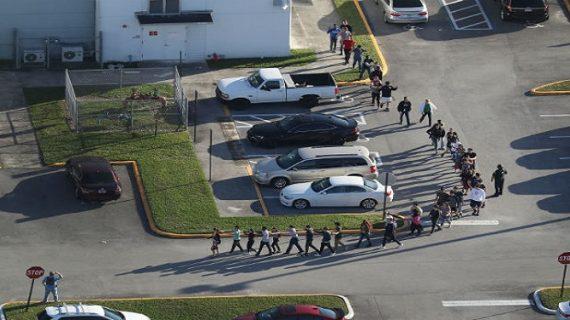 अमेरिका: फ्लोरिडा के स्कूल में फायरिंग, 17 बच्चों की मौत कई घायल