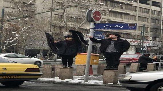 ईरान में हिजाब को लेकर बढ़ा विरोध, बिना हिजाब के सड़क पर उतरी महिलाएं गिरफ्तार