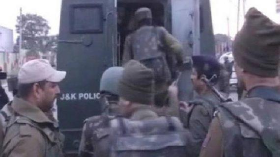 जम्मू-कश्मीर में आर्मी कैंप पर हमला, 3-4 आतंकियों के घुसे होने की खबर