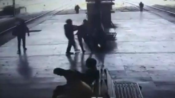 CCTV में कैद हुए लड़की को जबरन किस करने वाली शर्मनाक घटना