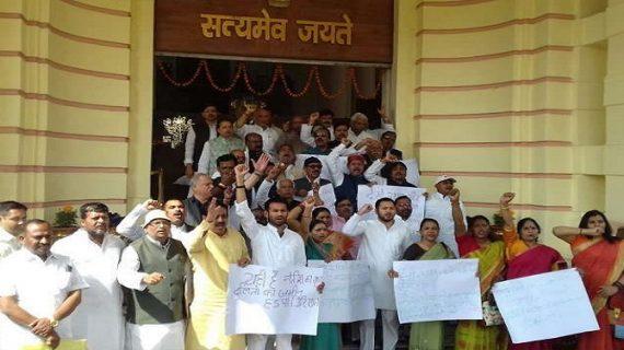 बिहार विधानसभा में विपक्ष का हंगामा, मनोज बैठा की गिरफ्तारी की मांग पर अड़े