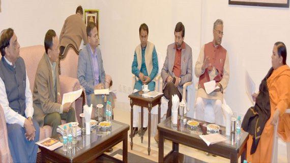 सीएम रावत ने साध्वी उमा भारती के साथ राज्य की पेयजल योजनाओं के सम्बन्ध में की चर्चा