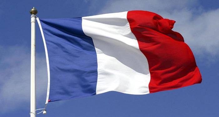 174793 france flag फ्रांस में बनेगा नया कानून, शारीरिक संबंध बनाने की न्यूनतम उम्र होगी 15 साल