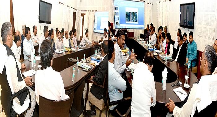 CM photo 05 dt.17 March 2018 रिस्पा नदी के मुद्दे पर सीएम ने की अधिकारियों के साथ बैठक